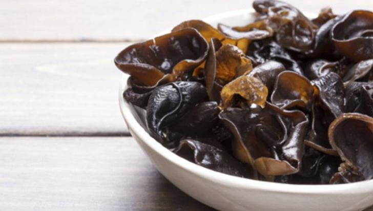 ciuperci negre
