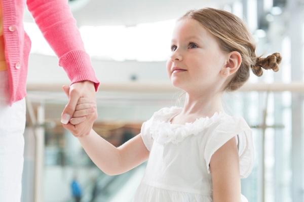 parasirea copilului de catre mama