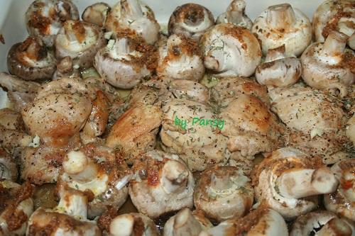 Cartofi noi la cuptor cu ciuperci si usturoi   Savori Urbane