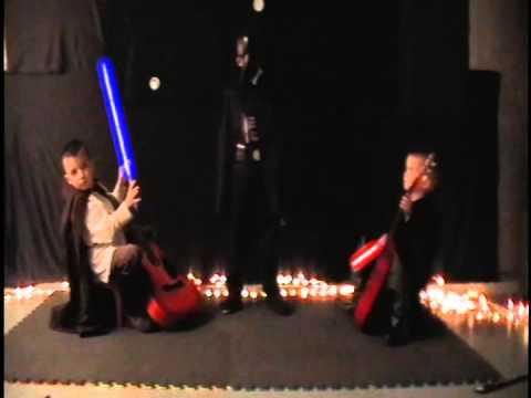 Cea mai tare parodie Star Wars. L-ați vedea pe Darth Vader cântând la acordeon?