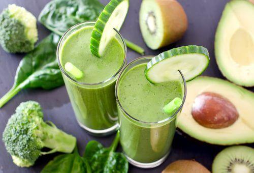De ce sa bei un smoothie verde pe zi