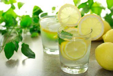 detoxifiere apa cu lamaie si ghimbir